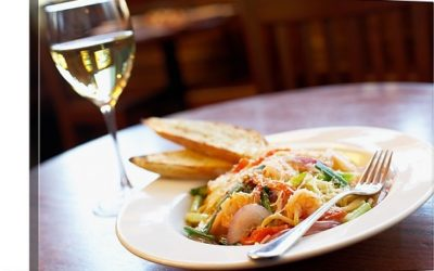 shrimp-pasta-with-glass-of-white-wine,1009929